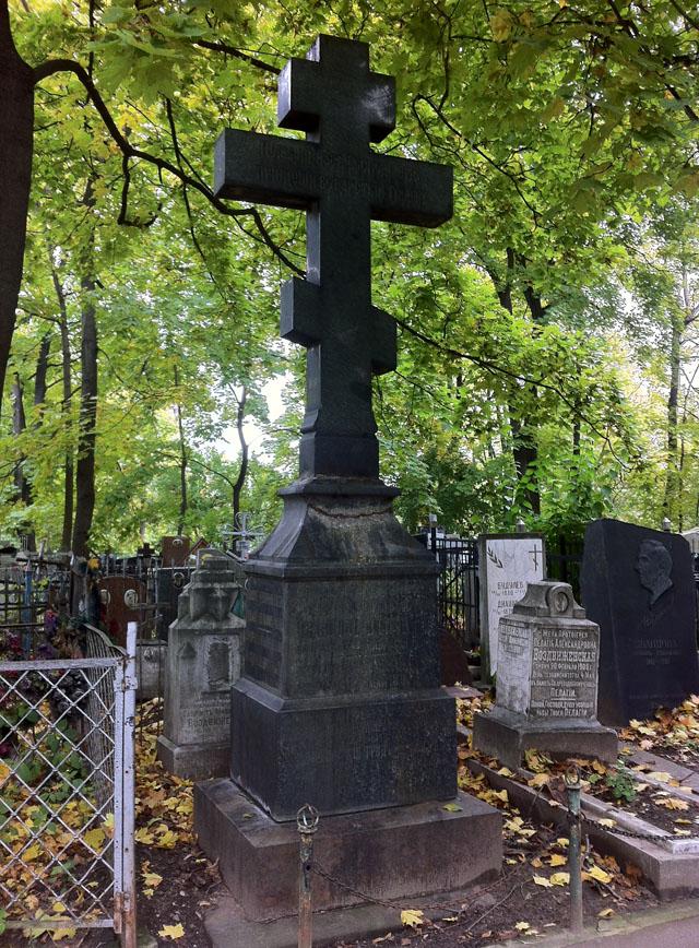 Памятники из гранита с крестом ульяновск цветные памятники из гранита фото и цены